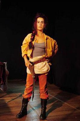 Lucélia Santos como Marivalda Revólver