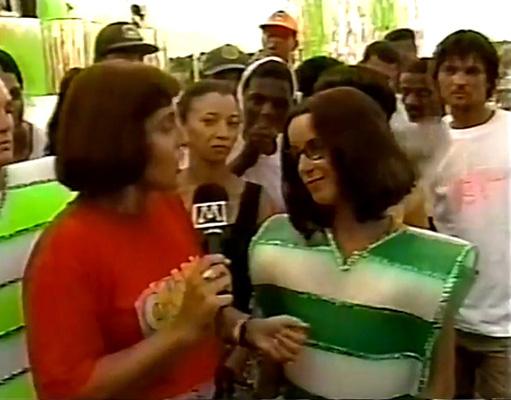A repórter Martha Corrêa entrevistando Lucélia Santos